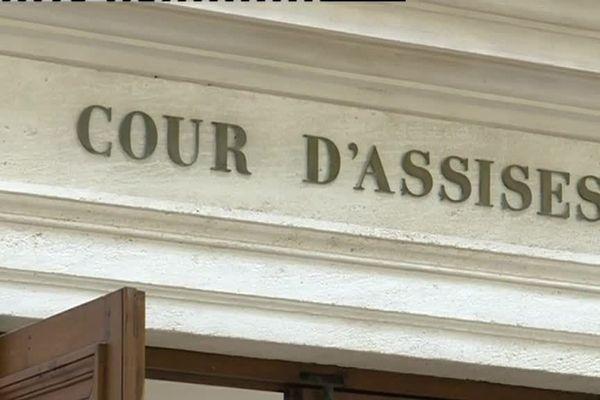 La cour d'assises a pour mission de juger les personnes accusées d'avoir commis un crime.