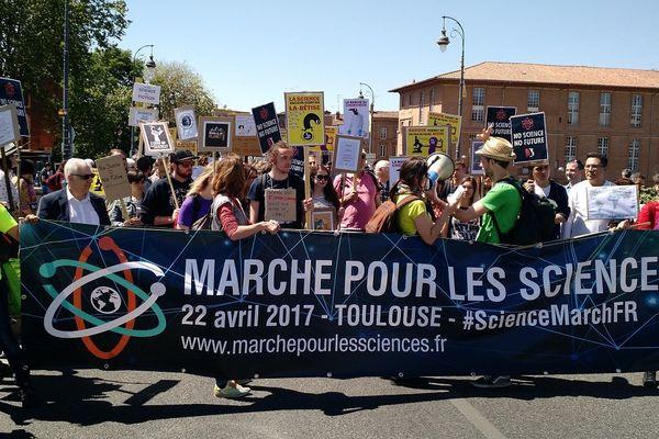 La Marche pour la science a rassemblé plusieurs dizaines de personnes dans les rues de Toulouse