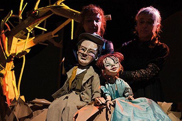 """Spectacle de marionnettes """"Ces jours bleus, le voyage d'Antonio Machado"""" par la Compagnie Accidental Company dimanche 9 octobre à Vergèze (30) Festival Art' Pantin"""