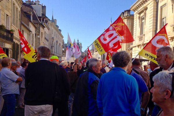 Les retraités manifestent pour une revalorisation des pensions rue de la Préfecture à Dijon