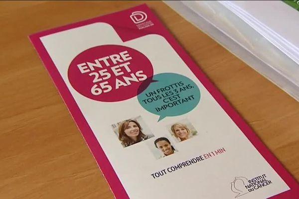À partir de 25 ans, un frottis tous les trois ans est conseillé pour prévenir le cancer du col de l'utérus.