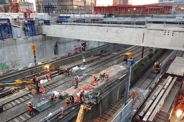Les voies de la ligne du RER C ont été déblayées.