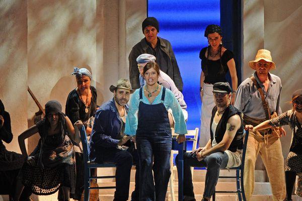 """La troupe de """"Mamma Mia"""" à Lyon"""
