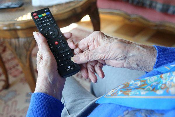 La télé est un compagnon bavard...
