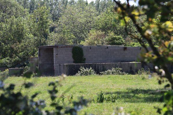 Dans le hameau de Warcove, les anciens hangars des chasseurs ont été recyclés pour l'usage agricole.
