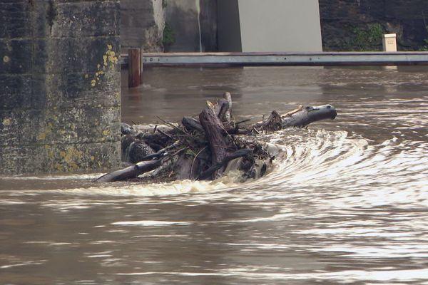 Les fortes pluies sont arrivées sur des sols déjà détrempés, de nombreuses conséquences sur les routes et les cours d'eau du département de Dordogne