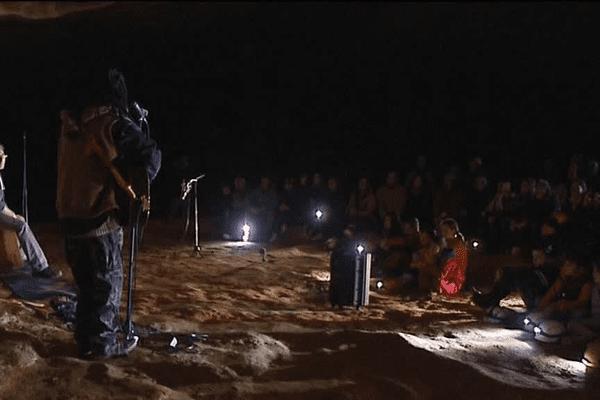 Seyni et Yeliba en concert dans la grotte de Saint-Marcel
