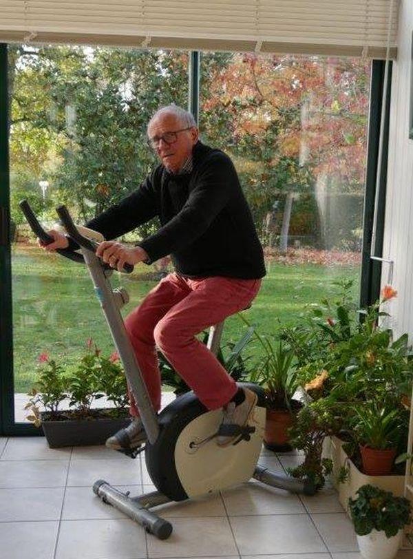 Michel Foucher poursuit sa remise en forme chez lui, après plusieurs mois d'hospitalisation