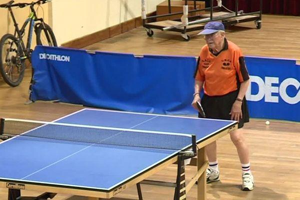 Jean-Paul Boudeville joue au tennis depuis ses 10 ans, soit depuis ... 90 ans.