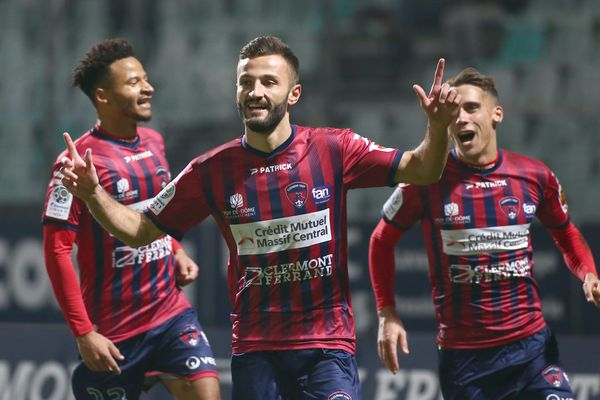 Transféré du Clermont Foot 63 à l'AS Saint Etienne, Franck Honorat reste pourtant cette saison en rouge et bleu