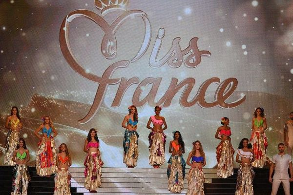 Une partie des concurrentes à l'élection de Miss France 2017