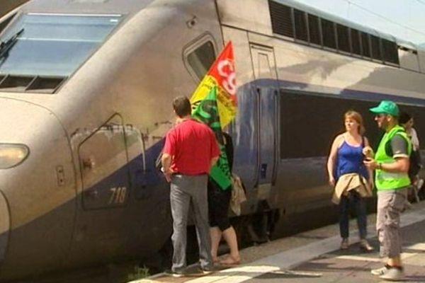 Un TGV a fait une entrée remarquée en gare de Clermont-Ferrand jeudi 12 juin matin.
