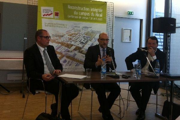 Benoît Aubert du groupe Vinci, Jean-Michel Minovez, le président de la faculté et l'architecte Gérard Huet.