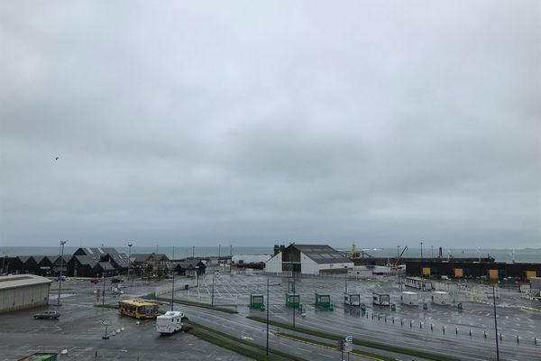 A Roscoff (Finistère), plus aucun navire ne quitte ou n'arrive au port du Bloscon fermé depuis plusieurs mois.