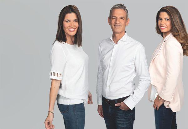Lucie Cecconi, Benoît Bruère et Rebecca Benbourek présentent les journaux régionaux sur France 3 Centre-Val de Loire