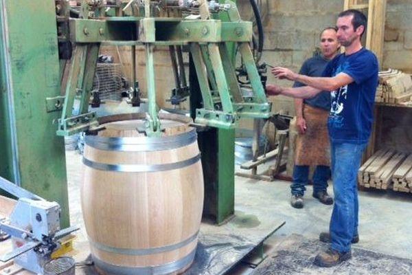 La fabrication d'un tonneau à la tonnellerie de Mont près Chambord (41)