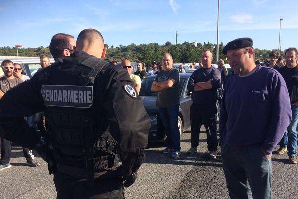 Négociations entre les vignerons de l'Aude et les forces de l'ordre  sur l'A9 au Boulou