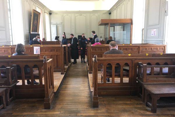 Le tribunal judiciaire de Laon a prononcé trois peines de prison avec sursis à l'encontre des agresseurs de l'enseignant.