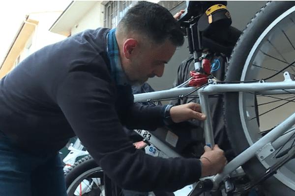 Les Raphaëlois font graver leurs vélos pour éviter les vols.