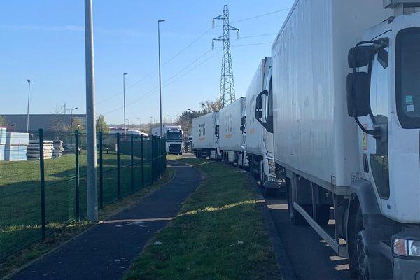 Le filtrage des camions de l'entrepôt du Rheu va se repercuter sur les approvisionnements des magasins Carrefour de Bretagne et Loire-Atlantique