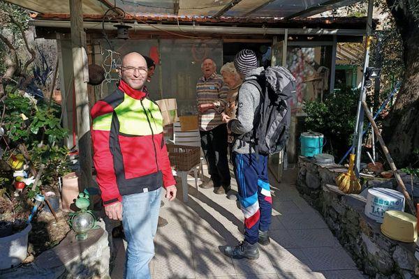 Wilfrid et son équipe de bénévole chez Josiane et Pierre.