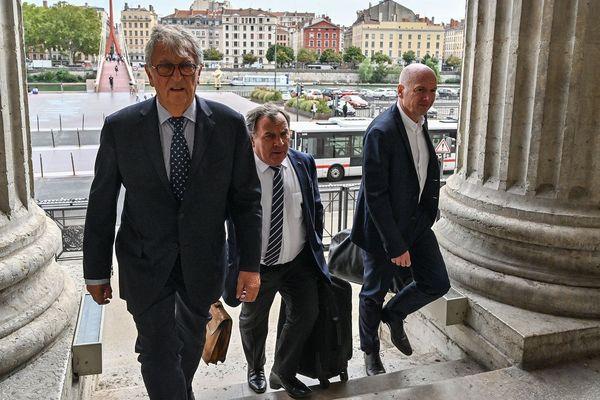Le sénateur Yvon Collin le 11 septembre 2019 à Lyon avec ses avocats maître Francis Szpiner et maître François Saint-Pierre