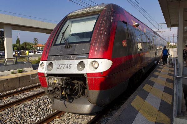 Un TER en gare dans la région Occitanie