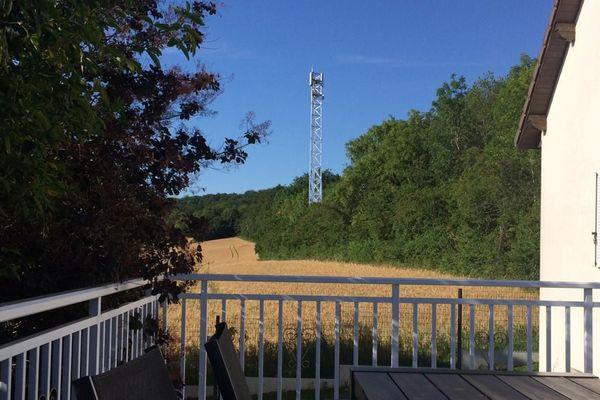 Vue sur le paysage de Lay-Saint-Christophe depuis une habitation (Après l'implantation de l'antenne-relais - Simulation)