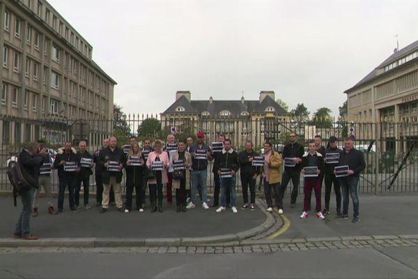 Plusieurs patrons de boites de nuit se sont rassemblés devant la préfecture de Saint-Lô ce mardi 17 juin pour lancer un appel à l'aide