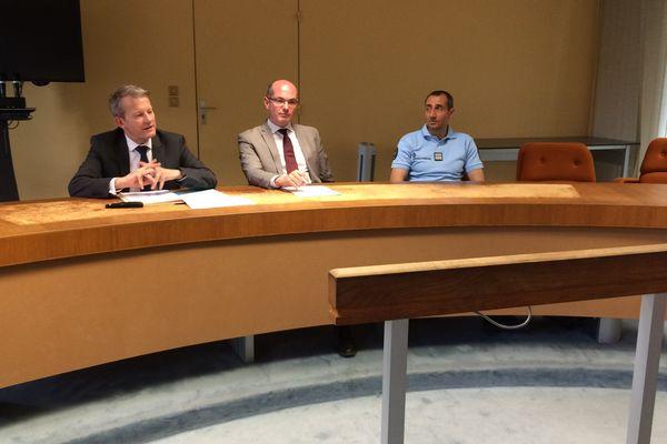 Le procureur de Bourges, Joël Garrigue, en conférence de presse.