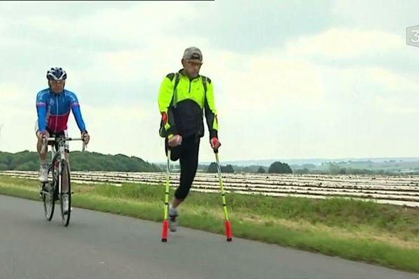 cet ancien champion paralympique s'est lancé dans un tour de France en courant pour récolter des fonds pour la Ligue contre le cancer.
