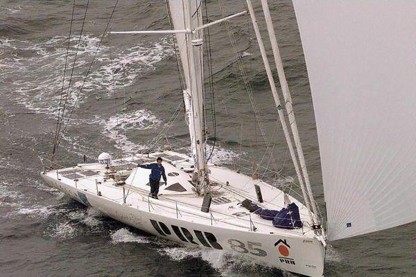 En 1997, Isabelle Autissier, disqualifiée pour cause d'escale technique, boucle son tour du monde après 109 jours de mer