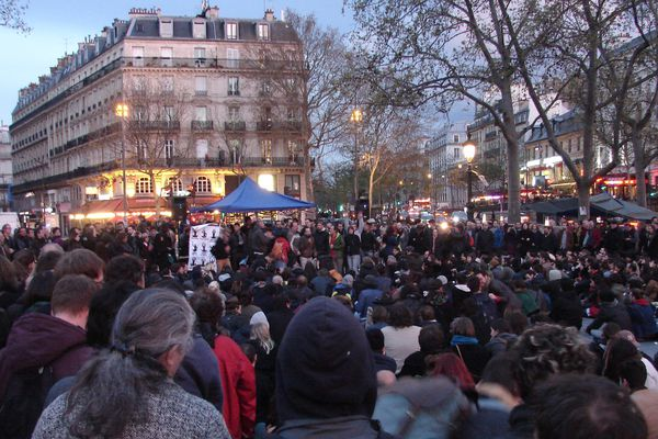 Une assemblée générale, place de la République, à Paris, le 13 avril 2016.