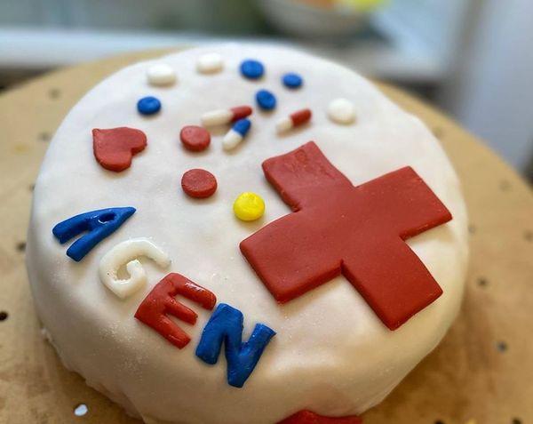 Gâteau de la part des membres de l'association des Musulmans de l'Agenais pour le personnel médical des urgences