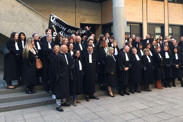 Manifestation à Draguignan des avocats ce lundi 6 janvier.