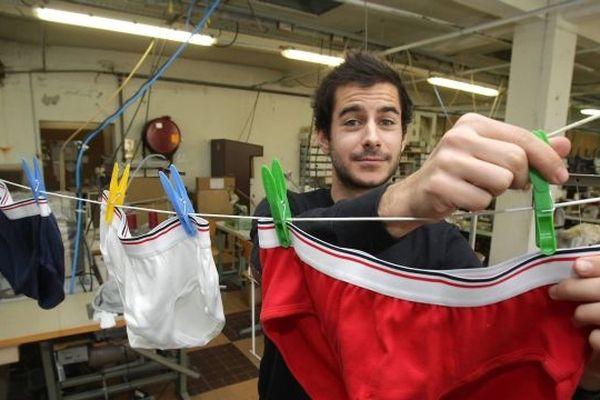 Guillaume Gibault createur du slip françaisdans l'atelier de Saint-Antoine-Cumond en Dordogne