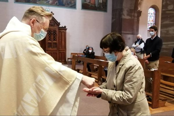 Distanciation physique, port du masque, nombre limité de fidèles, l'office a repris à la Robertsau ce dimanche 24 mai mais dans des conditions sanitaires très strictes