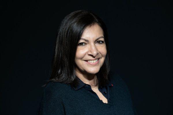 Anne Hidalgo porte désormais une double casquette : celle de maire de Paris et de candidate à l'élection présidentielle.