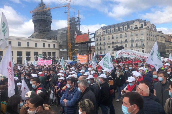 Jeudi 25 mars, entre 4000 et 5000 agriculteurs se sont retrouvés place de Jaude à Clermont-Ferrand.