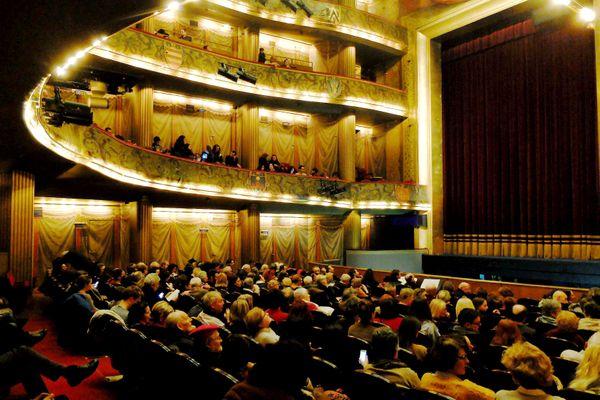Le 28 janvier 2015 au théâtre du Capitole, le ténor américian Richard Dean Smith a failli être percuté par un décor.