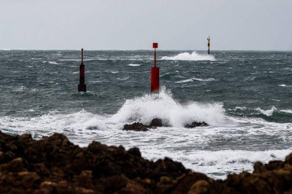 Lundi 24 et mardi 25 mai 2021, l'ensemble de la façade Manche et mer du Nord est concerné par des rafales de vents allant jusqu'à 74 km/h.