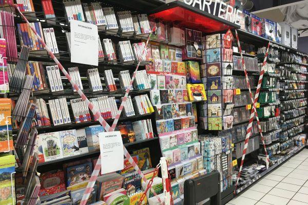 """Le rayon """"livres et culture"""" d'un hypermarché de Ceyrat (Puy-de-Dôme) est fermé depuis le 30 octobre dernier, par """"souci d'équité entre grandes surfaces et librairies"""". Ces dernières étant considérées comme commerces non-essentiels."""