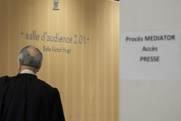 Le procès contre les laboratoires Servier a débuté en septembre 2019 à Paris, suspendu durant le confinement, il a repris le 3 juin