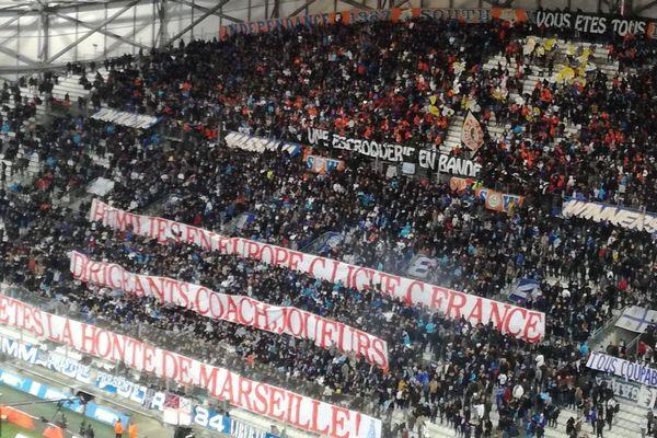 13/01/2019 - Marseille: l'accueil du virage Sud aux joueurs de l'OM lors de la réception de Monaco au stade Vélodrome.