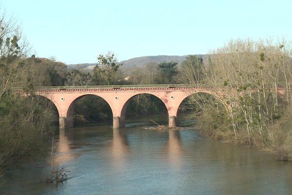 Inspection du pont suspendu Couffouleux dans le Tarn