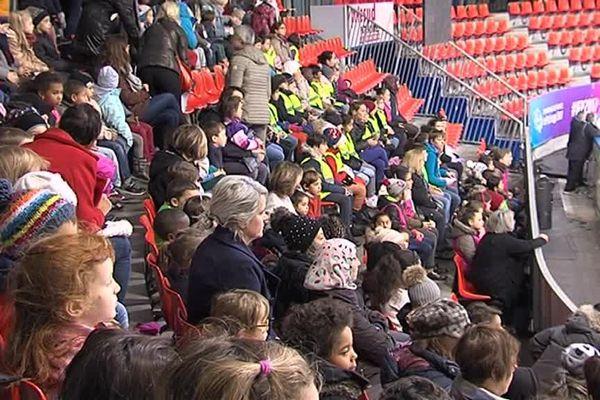 En deux jours, 2.000 écoliers ont pu assister aux répétitions à la patinoire Polesud à Grenoble