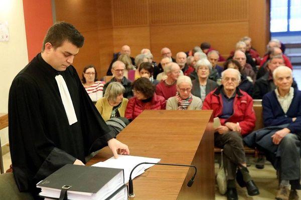 Archives - 19/12/18 - Le procès anti-Linky contre Enedis devant le tribunal de Valence. 365 plaignants. 80 d'entre eux ont assisté aux débats.