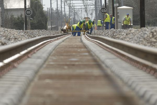 Les travaux de modernisation de la ligne Paris-Orléans-Limoges-Toulouse (POLT) reprennent ce weekend de l'Ascension.