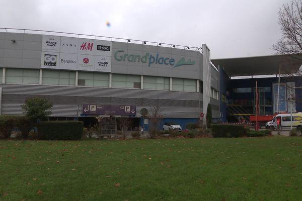 À Echirolles, le centre-commercial Grand'place doit fermer ses portes.