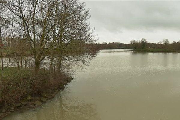 Lac des Closiers à MOntargis où mercredi 10 janvier un corps d'un homme a été repêché dans l'après-midi.